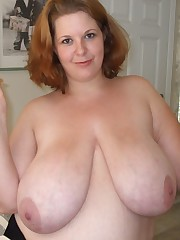 Natural heavy juggs Cassandra! Sexy..
