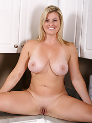 Pornolution - A Blonde Cougar Spread in..