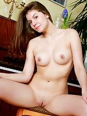 Screensaver Lauren  hottie bare naked..