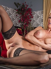 Solo model Brandi Love uncovers her big..