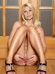 Claire Danes Spread Honeypot 001..