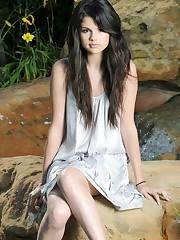 Hot Celebrities Selena Gomez Recent..