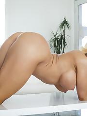 Porn Pic From Nikki Delano - Axel..