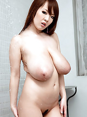 aturally Busty Hitomi Takes a Douche