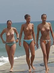 Bare-breasted women on the Hanauma