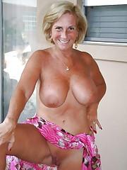 Sexy Busty Mature Mummy Deborah - Pics..