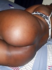 Sexy black Plumper opens her pussy at..