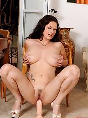 Natural big breasts Plumper Sandy K..