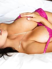 Denise Milani в розовом -..
