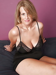 Sexy Huge-boobed Mature Milf Jo,..