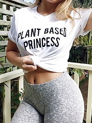 Vegan culo babe unveiling her sexy ass