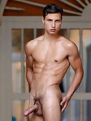 Peter annaud pornstar queer Desnudo..