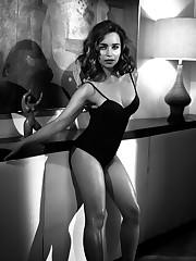 Sans bra pictures of Emilia Clarke The..
