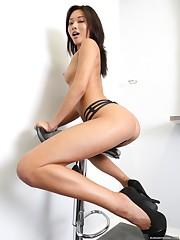 Model Asia Bugil Badan Langsing..