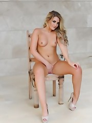 Erotic Blond Nude Girls Photo - Pinkish..