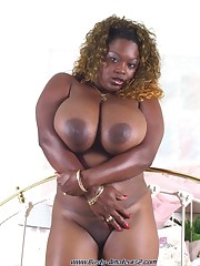 Ample natural boob Kim Hines 44DDD..