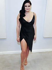 American Actress Ariel Winter Spicy..