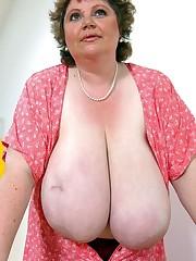 50 yo mature BBW exposing her hanging..