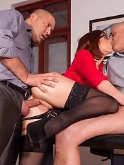 С такой секретаршей..