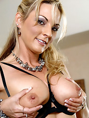 Unexperienced blonde MILF Sindy..