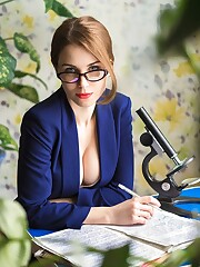 Beautiful dame in gorgeous glasses gals..