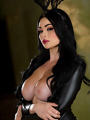 Stunning fetish rabbit Skyla Novea..