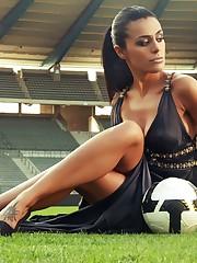 2560x1600 soccer, football, girl with..