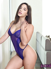 Zeal Hd Abella Danger Display Sofa..