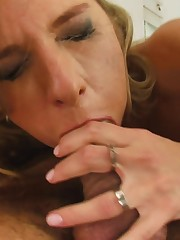 girl deepthroat - Deep-throating a..