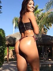 Model Yovanna Ventura Nude Pussy Tits -..