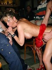 Групповуха в баре -..