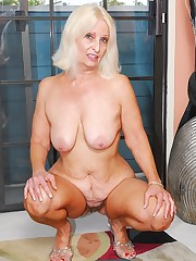 Vicki Vaughn - Great Cum-slurping..