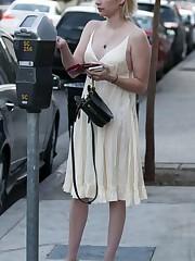 Emma Roberts in LA 27 Octubre 2017 -..