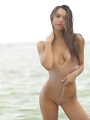 Alexis Ren Stellar (Pics Gifs & Video)..