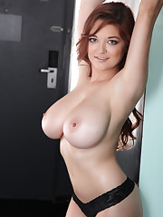 Tessa Fowler Nude Pictures Rating 921 10