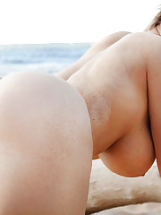 Massive Bootie chica desnuda. Descarga..