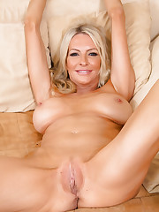 Hot blondie naked photo