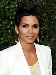 More Photos of Halle Berry Gold Hoops 7..