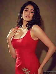 Janhvi Kapoor aka Janhvi Pictures..