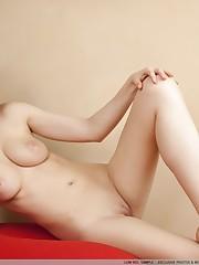 met-artcom-tina-nude