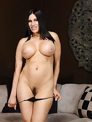 Black haired Shiela Marie demonstrates..