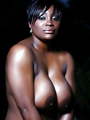 Busty Ebony Babe Posing Nicely In Many..