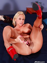 the big swallow georgia peach  porno -..
