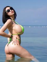 Bikini boltons (XPost from rAriane)