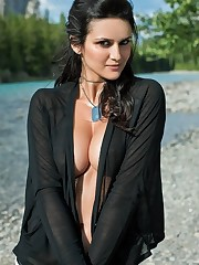 Some Mind-blowing Gals of the World 2013