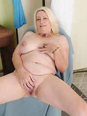 Mature Blondie Cathy Oakely  Her Minge..