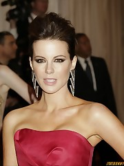 Kate Beckinsale nipple slide pics