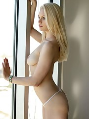Alli Rae free pictures and biography at..