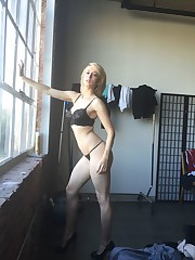 Iliza Shlesinger New Leaked Nude And..