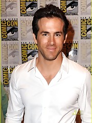 Ryan Reynolds Green Lantern Costume Was..
